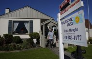 Weekly mortgage applications jump to highest level in over a month, as borrowers worry that lower rates may be over